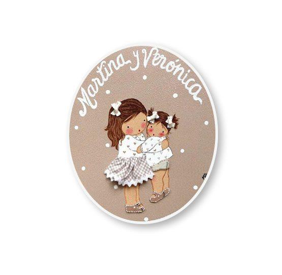 placas para puertas intantiles personalizadas con nombre bebe decorativa artesanal nina nino regalos originales hermanas abrazadas