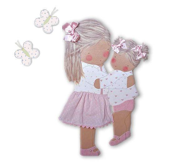 silueta de madera infantil niña con su hermana abrazadas mariposas