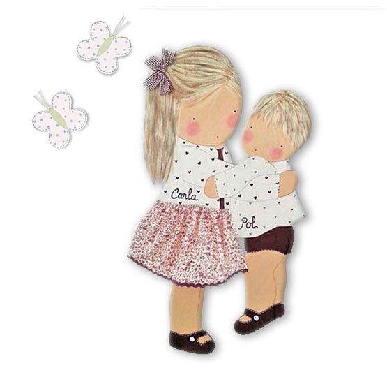 silueta de madera infantil niña con su hermana abrazadas